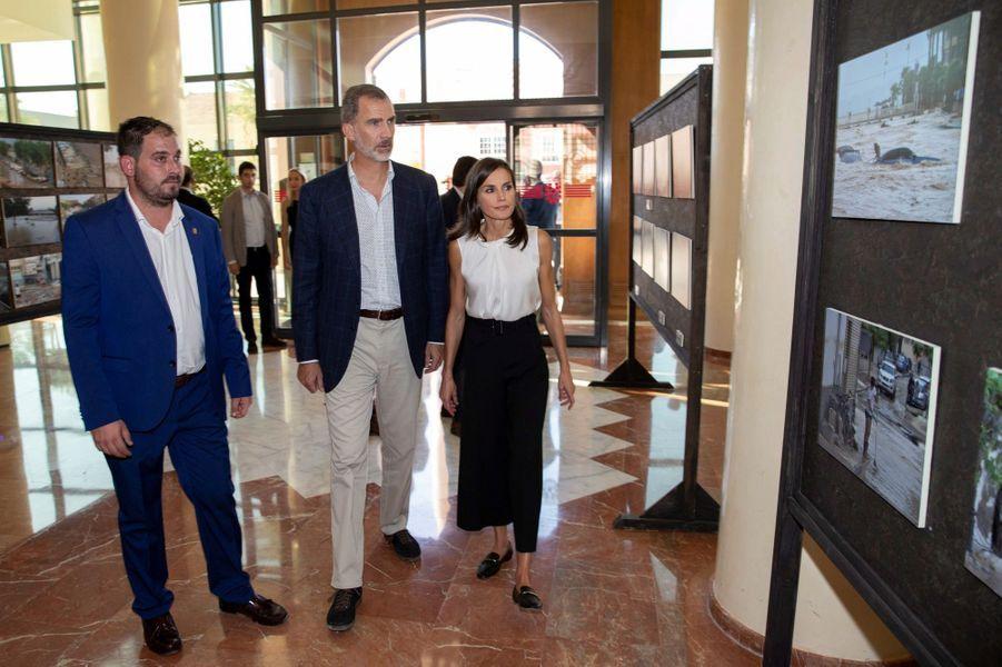 La reine Letizia et le roi Philippe VI d'Espagne à Los Alcazares en Murcie, le 4 octobre 2019