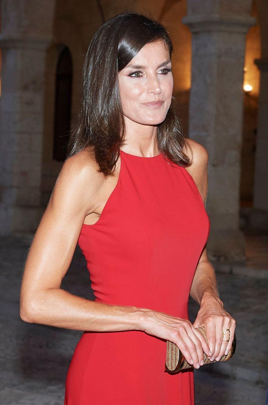 La reine Letizia d'Espagne portant sa bague Karen Hallam à Palma de Majorque, le 7 août 2019