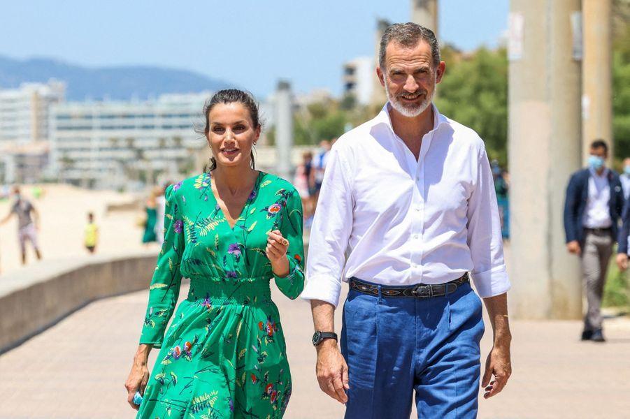 La reine Letizia et le roi Felipe VI d'Espagne à Palma de Majorque, le 25 juin 2020
