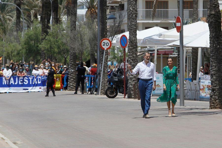Le roi Felipe VI d'Espagne et la reine Letizia à Palma de Majorque, le 25 juin 2020