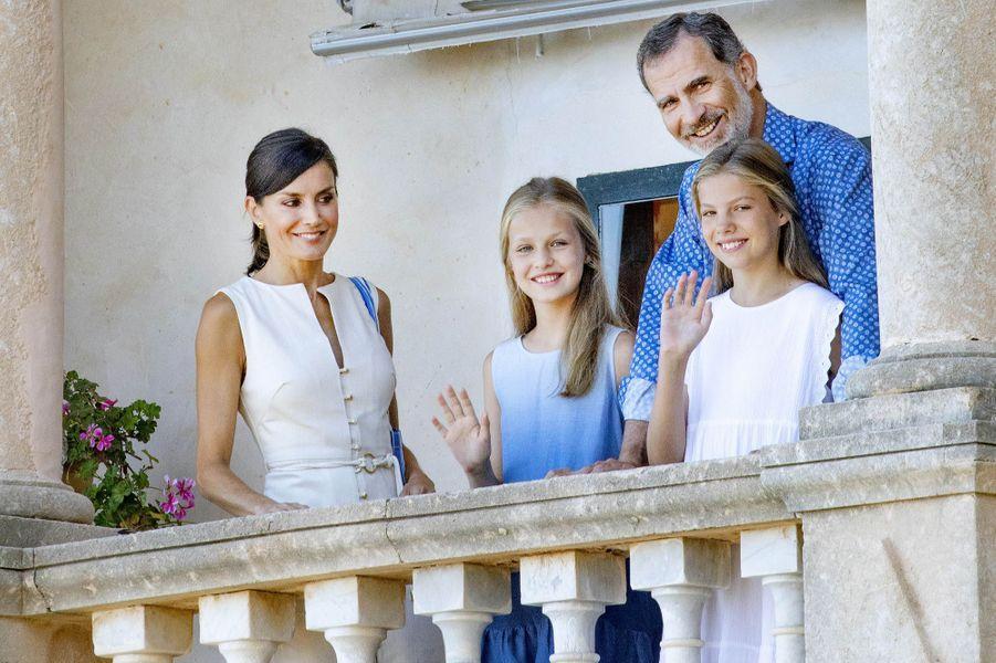 La reine Letizia et le roi Felipe VI d'Espagne avec les princesses Leonor et Sofia à Son Marroig sur l'île de Majorque, le 8 août 2019
