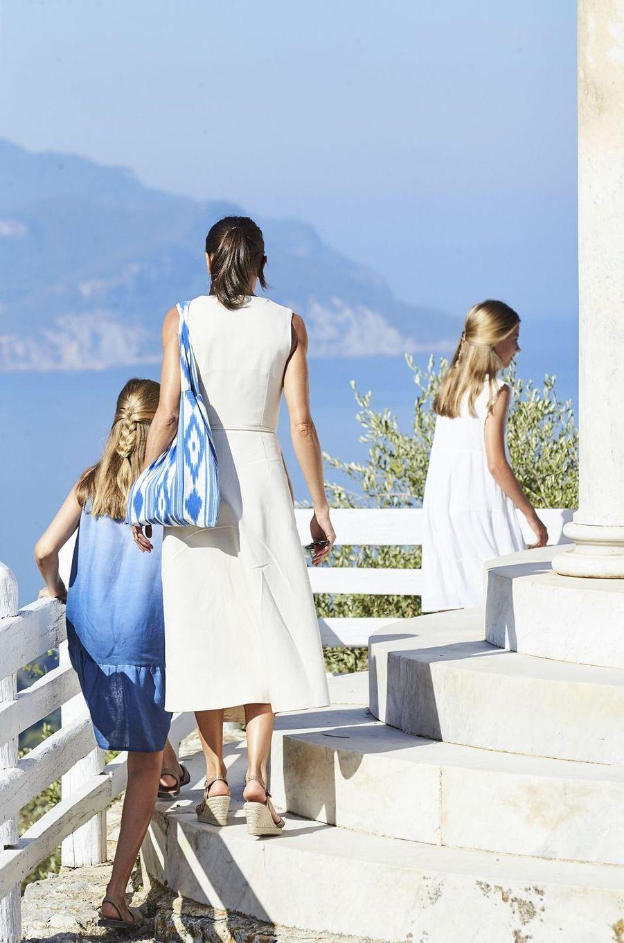 La reine Letizia d'Espagne avec les princesses Leonor et Sofia à Son Marroig sur l'île de Majorque, le 8 août 2019