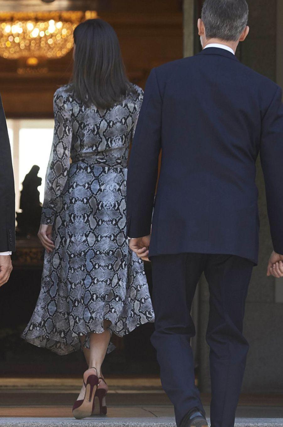 La reine Letizia d'Espagne, de dos, à Madrid le 27 février 2019