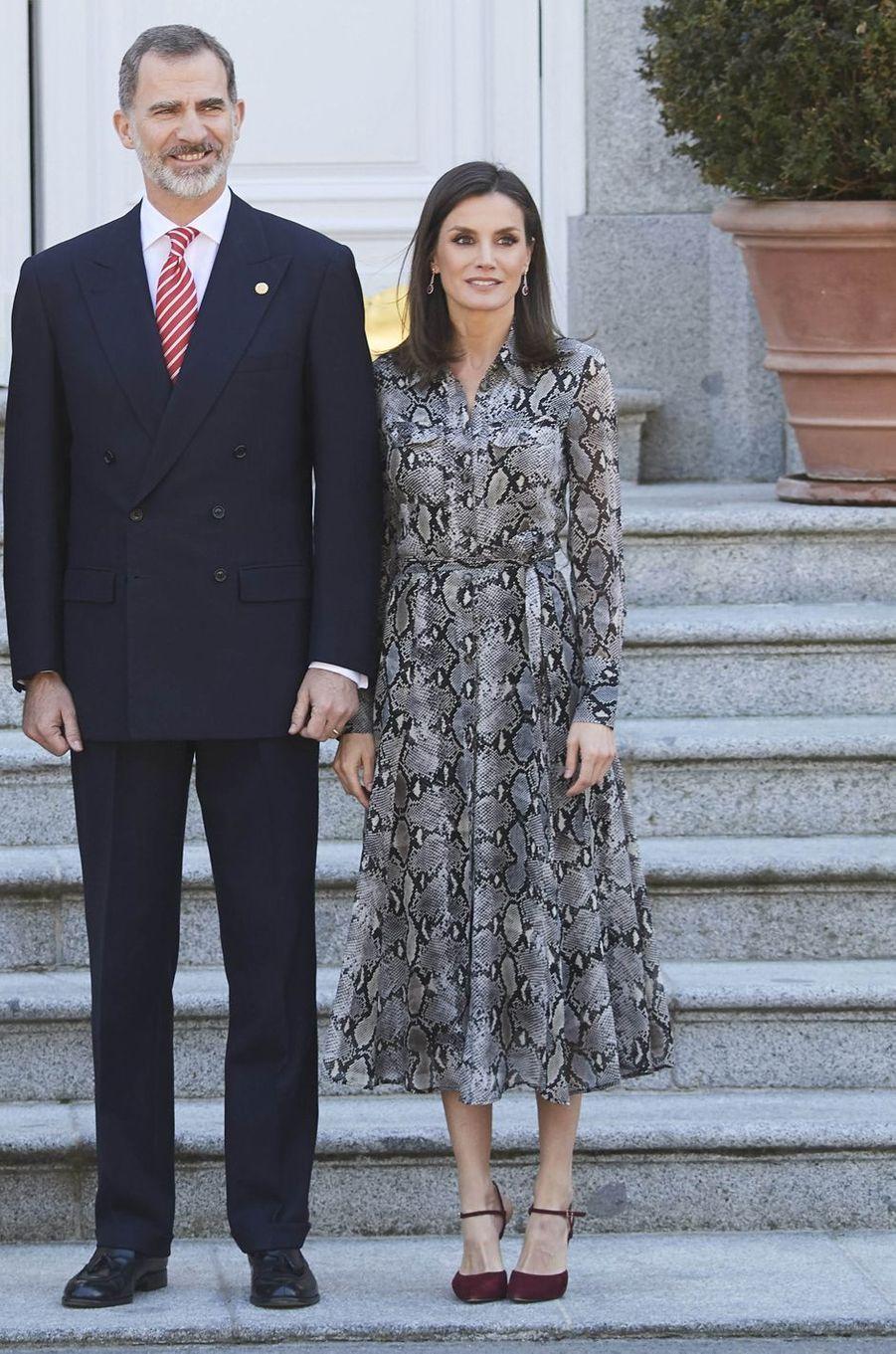 La reine Letizia d'Espagne dans une robe Massimo Dutti à Madrid, le 27 février 2019