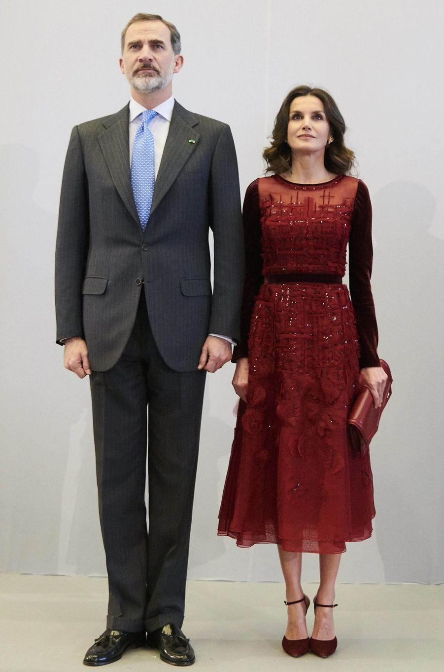 La reine Letizia d'Espagne dans une robe Carolina Herrera au Maroc le 14 février 2019
