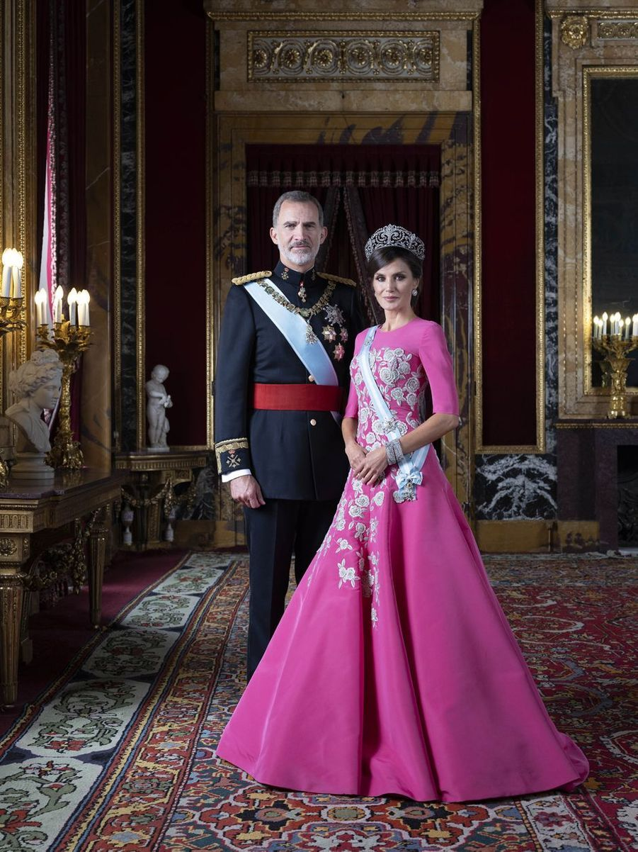 Nouveau portrait de la reine Letizia et du roi Felipe VI d'Espagne en tenue de gala, dévoilé le 11 février 2020