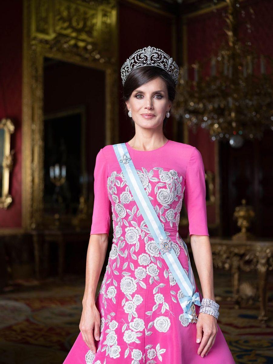 Nouveau portrait de la reine Letizia d'Espagne en tenue de gala, dévoilé le 11 février 2020