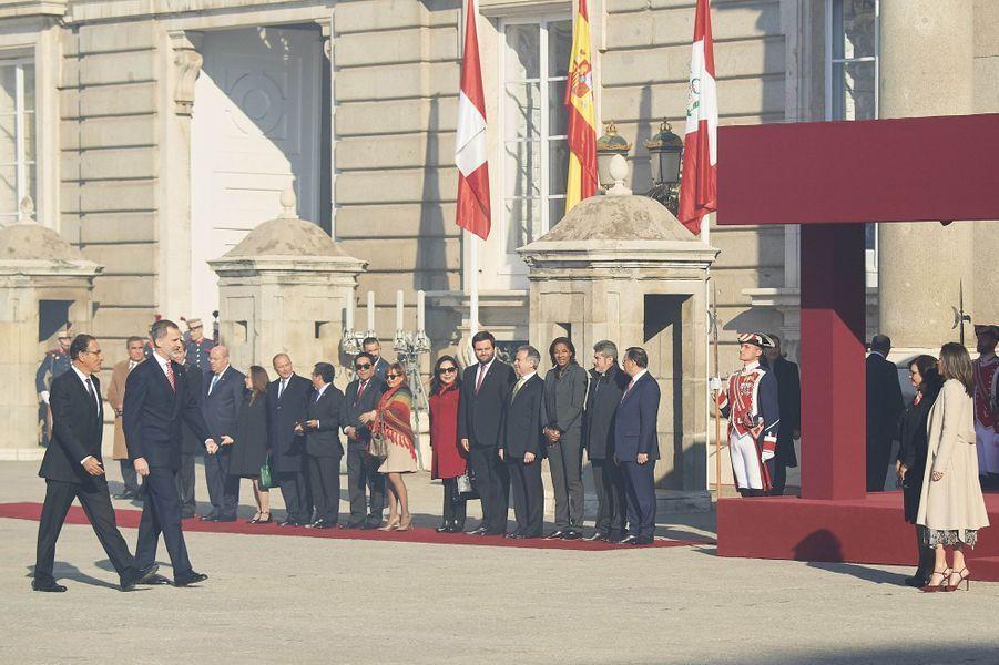 La reine Letizia et le roi Felipe VI d'Espagne avec le couple présidentiel du Pérou à Madrid, le 27 février 2019