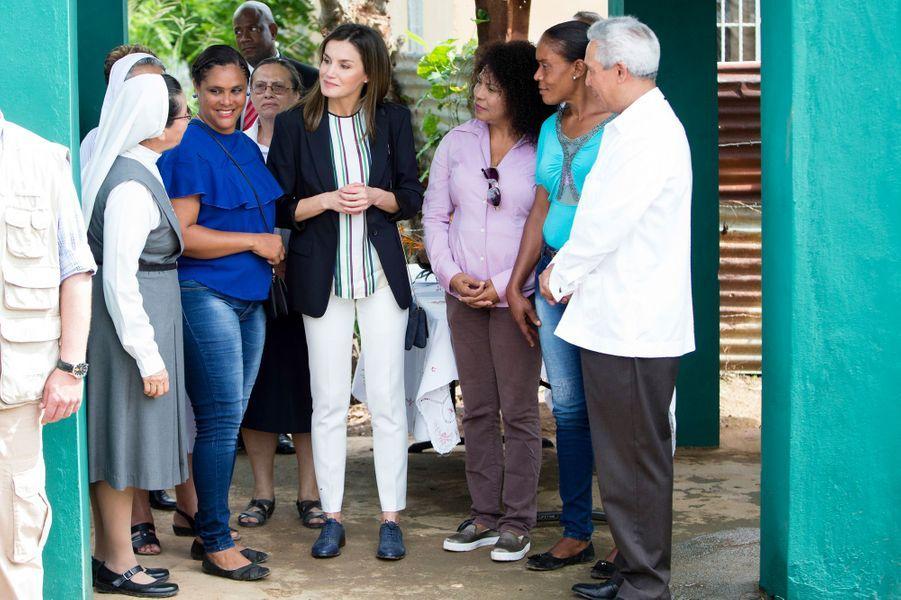 La reine Letizia d'Espagne à Monte Plata dans le cadre d'un voyage de coopération en République dominicaine, le 21 mai 2018
