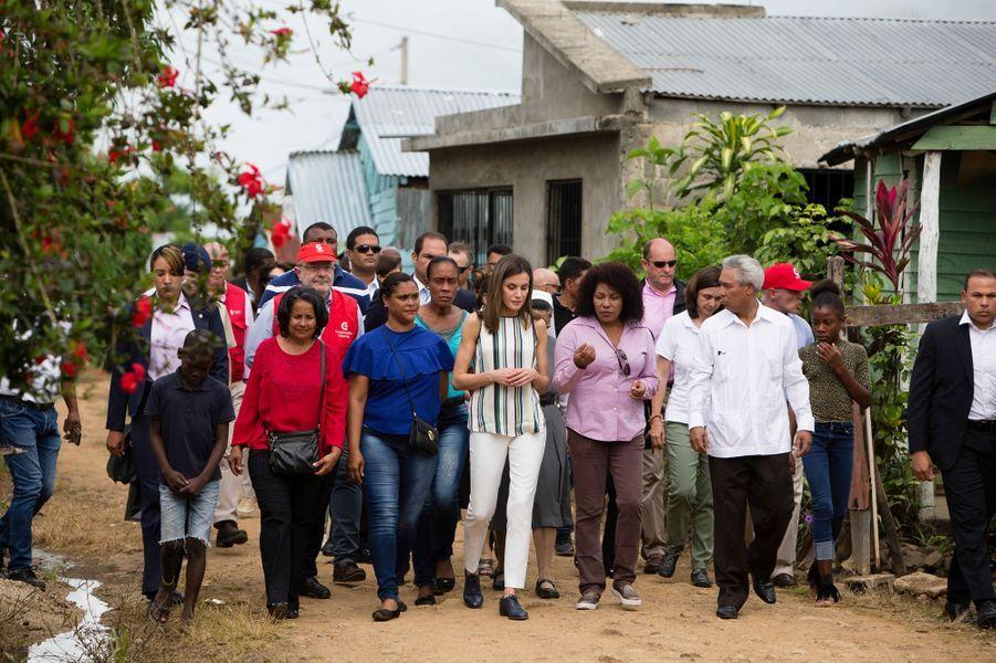 La reine Letizia d'Espagne en voyage de coopération en République dominicaine, à Monte Plata le 21 mai 2018