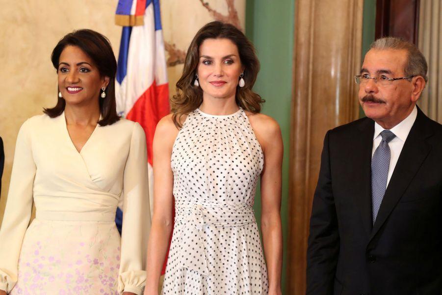 La reine Letizia d'Espagne avec le président dominicain Danilo Medina et sa femme Candida Montilla, à Saint-Domingue le 21 mai 2018