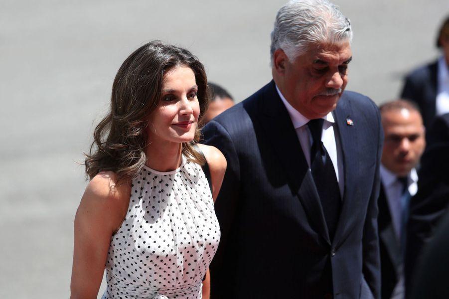 La reine Letizia d'Espagne avec le ministre des Affaires étrangères dominicain, à Saint-Domingue le 21 mai 2018