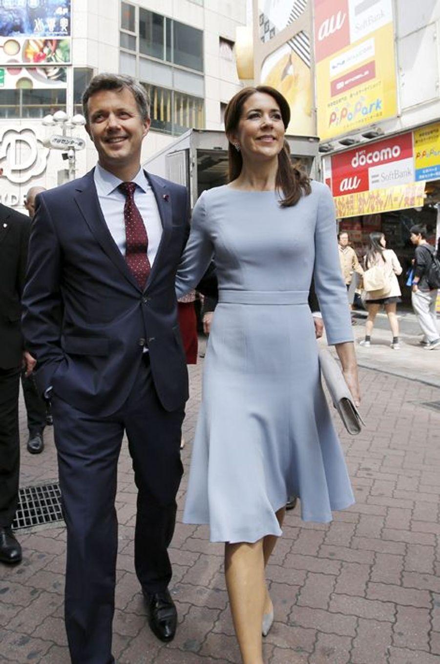 La princesse Mary avec le prince Frederik de Danemark à Tokyo, le 28 mars 2015