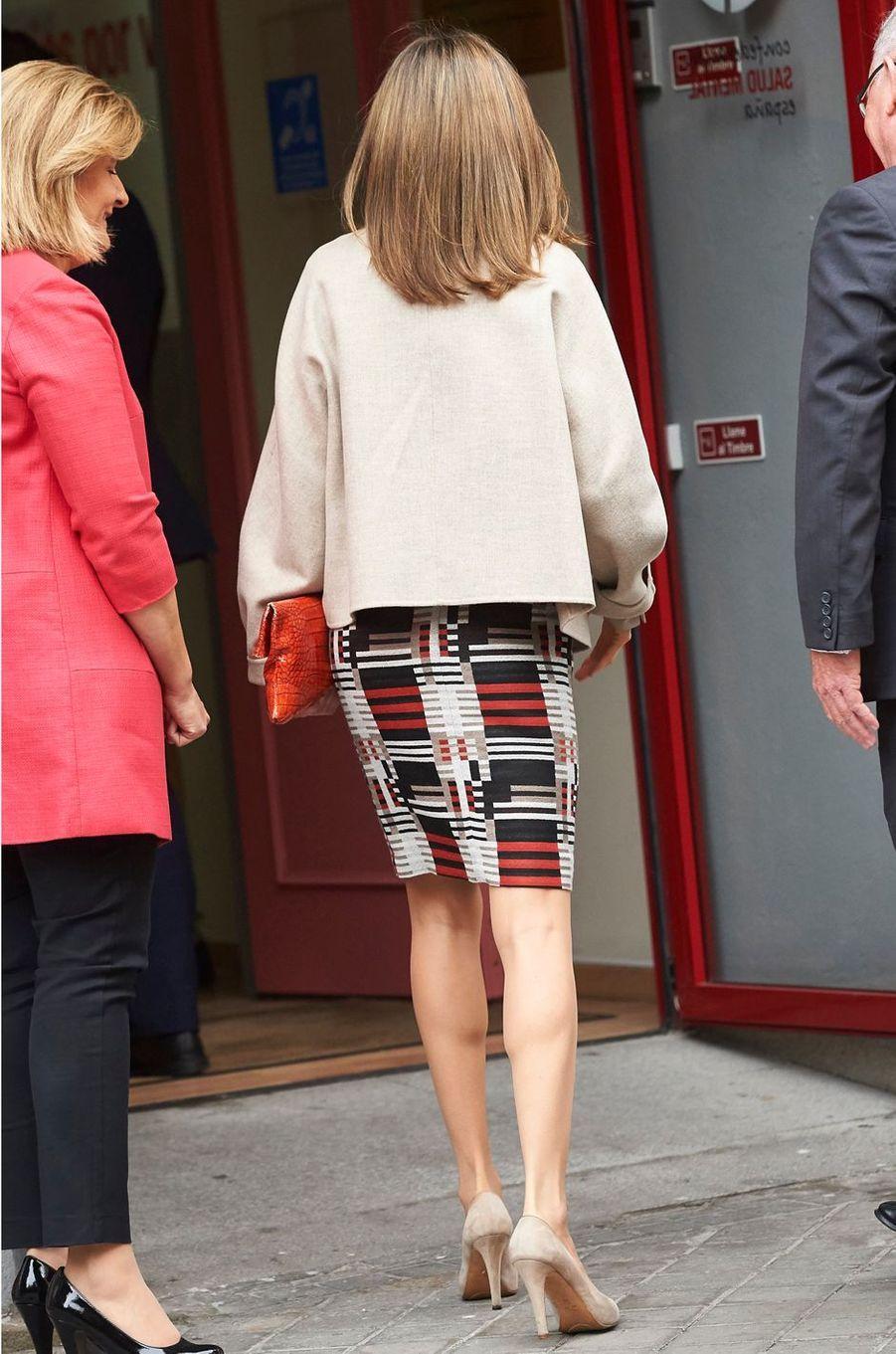La jupe de la reine Letizia d'Espagne, vue de dos, le 18 octobre 2016