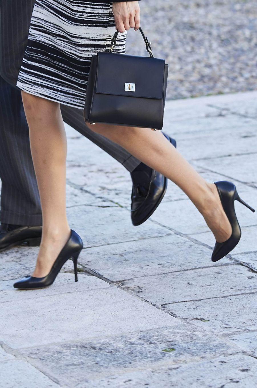 Détail de la jupe de la reine Letizia d'Espagne le 7 novembre 2016