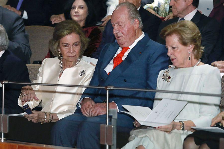 L'ancienne reine Sofia et l'ancien roi Juan Carlos d'Espagne avec l'ancienne reine Anne-Marie de Grèce à Madrid, le 2 novembre 2018