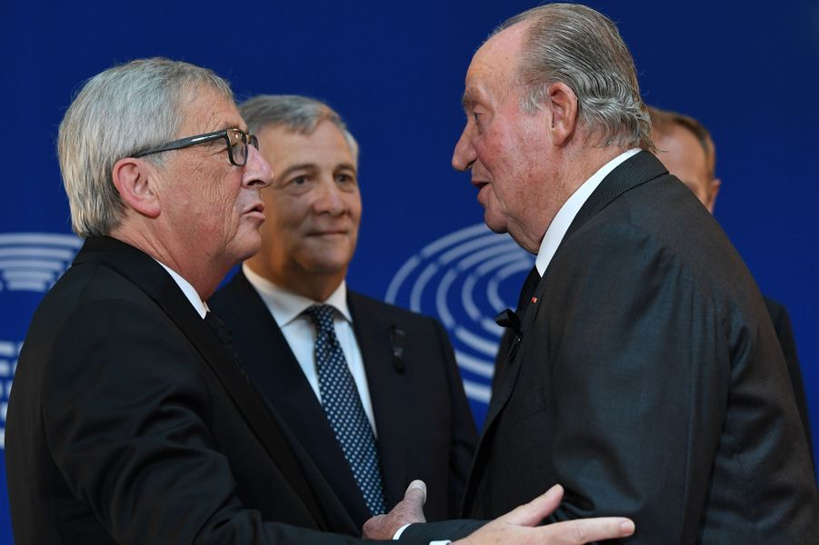 L'ancien roi Juan Carlos avec Donald Tusk, Antonio Tadjani et Jean-Claude Juncker à Strasbourg, le 1er juillet 2017