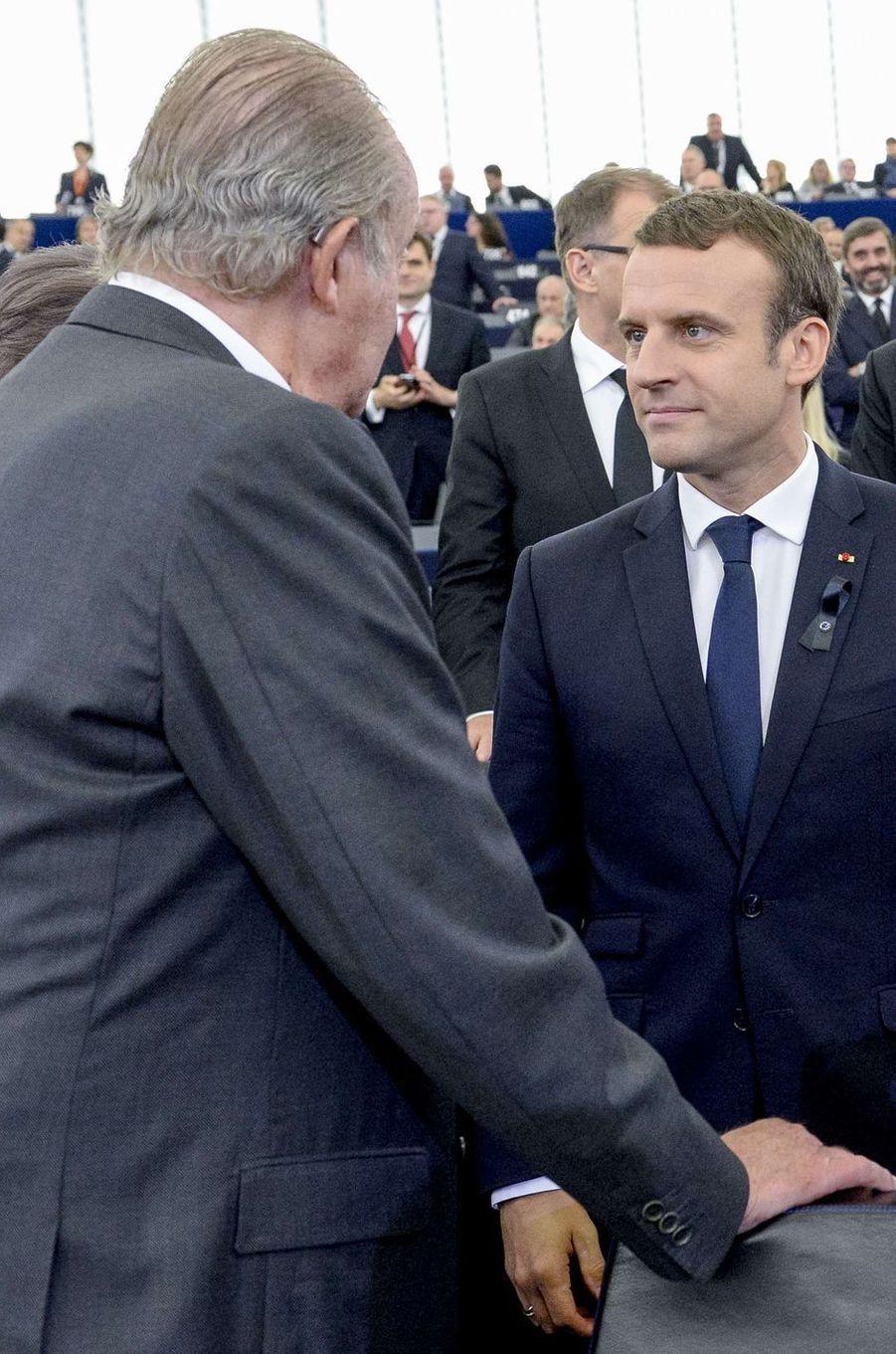 L'ancien roi Juan Carlos d'Espagne avec Emmanuel Macron à Strasbourg, le 1er juillet 2017