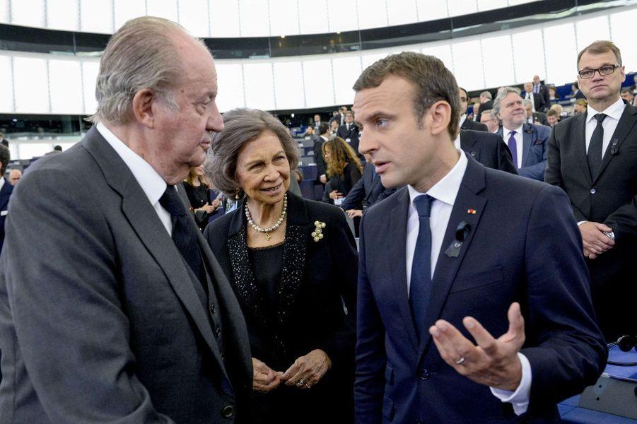 L'ancien roi Juan Carlos et l'ancienne reine Sofia d'Espagne avec Emmanuel Macron à Strasbourg, le 1er juillet 2017
