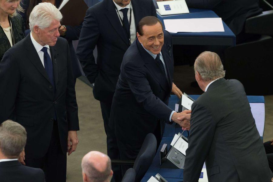 L'ancien roi Juan Carlos avec Silvio Berlusconi et Bill Clinton à Strasbourg, le 1er juillet 2017