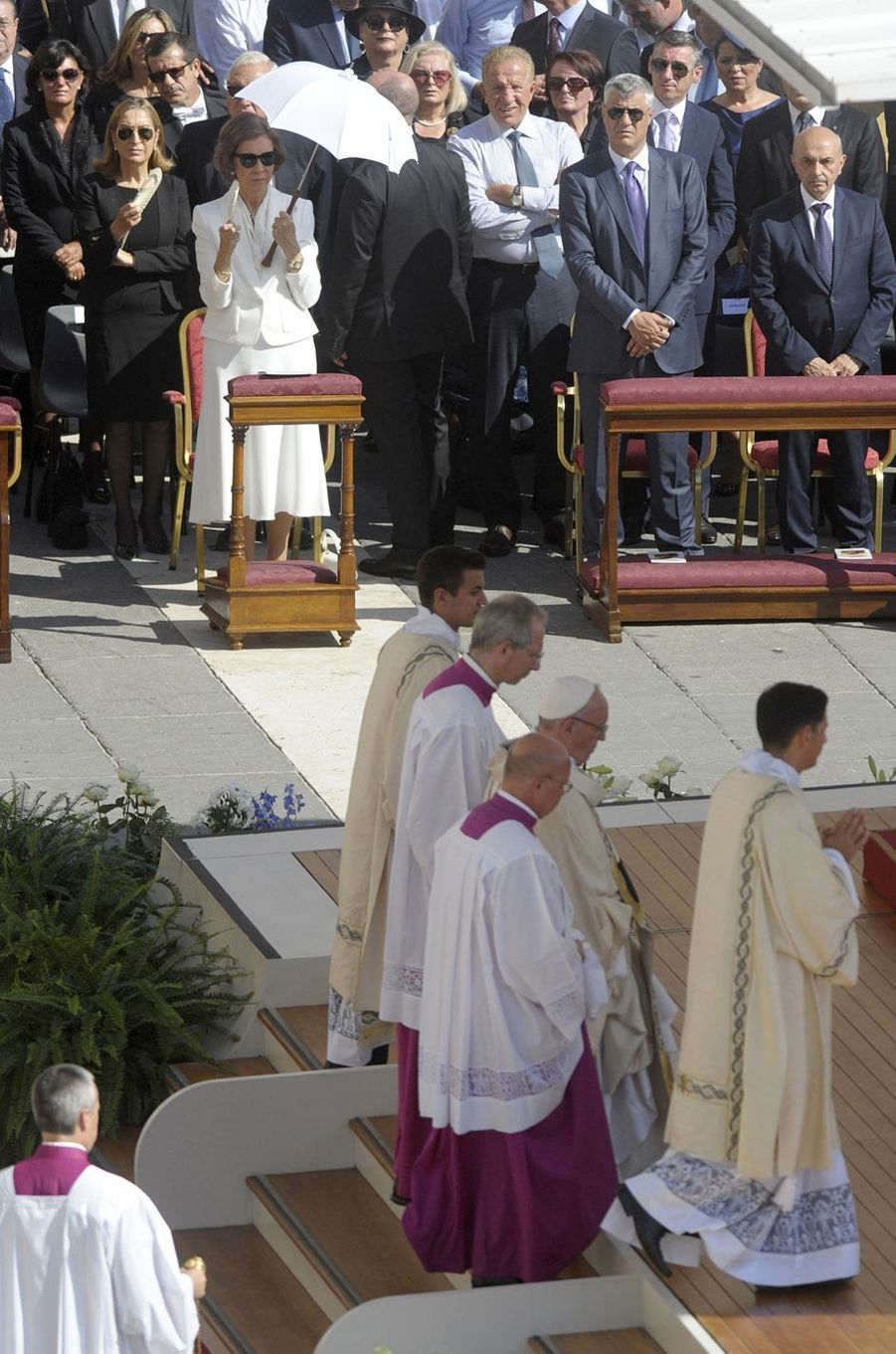 L'ancienne reine Sofia d'Espagne et le pape François sur la place Saint-Pierre de Rome, le 4 septembre 2016