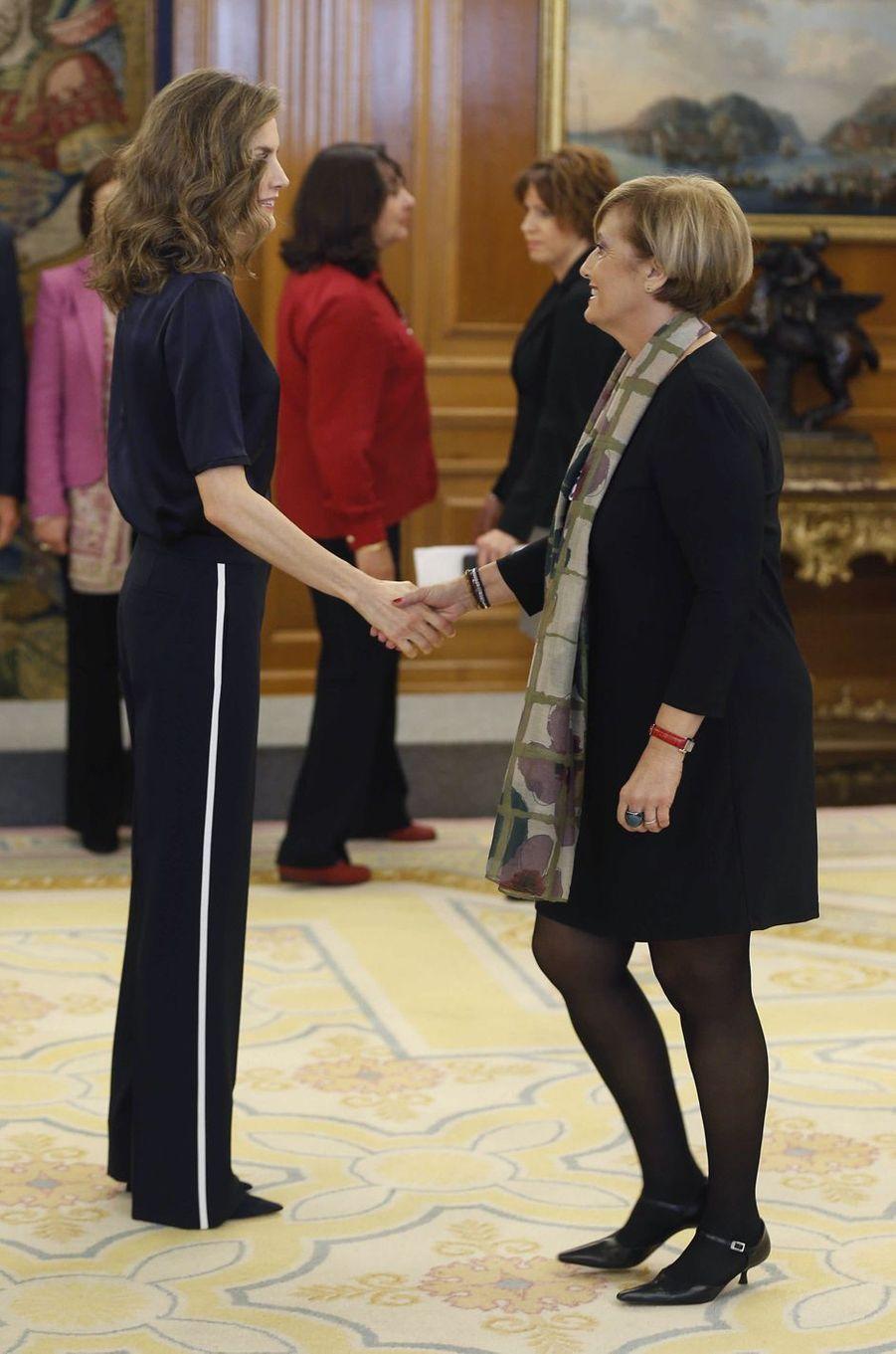 La reine Letizia d'Espagne reçoit en audience au palais de la Zarzuela à Madrid, le 27 octobre 2016