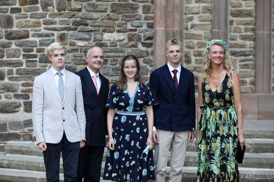 Le comte Jehan de Lannoy, frère de la princesse Stéphanie, avec son épouse et leurs enfants à l'abbaye de Clervaux, le 19 septembre 2020
