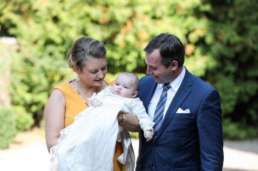 Le prince Charles de Luxembourg avec ses parents le grand-duc héritier Guillaume et la grande-duchesse héritière Stéphanie à l'abbaye de Clervaux, le 19 septembre 2020