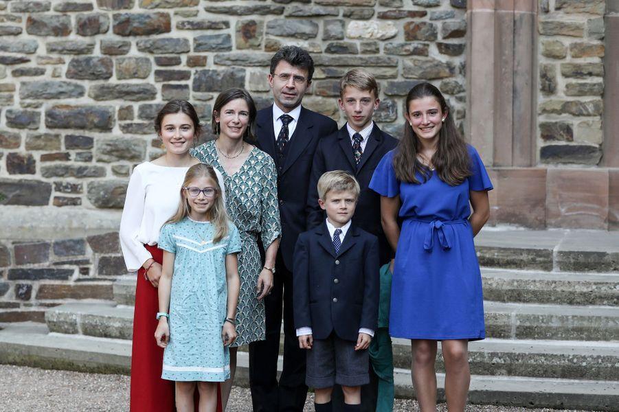 La comtesse Isabelle de Lannoy, soeur de la princesse Stéphanie, avec son époux Jean-Charles de le Court et leurs enfants à l'abbaye de Clervaux, le 19 septembre 2020