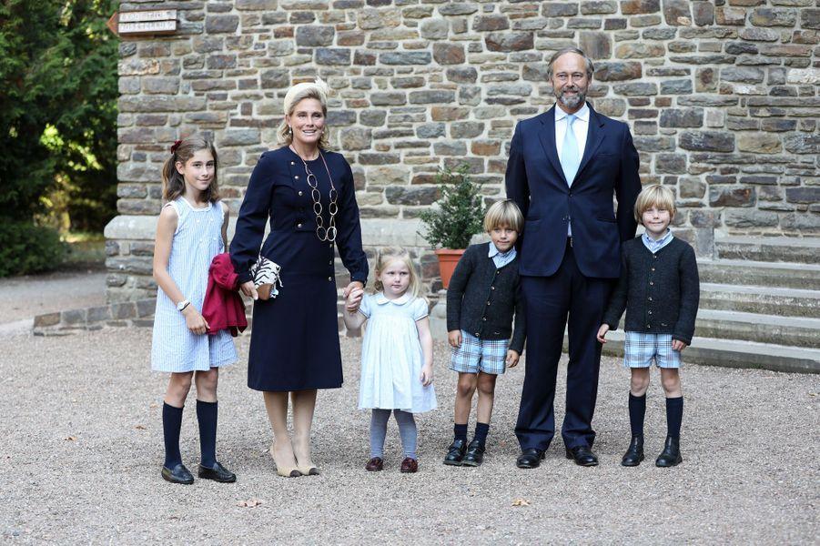 Le comte Christian de Lannoy, frère de la princesse Stéphanie, avec son épouse et leurs enfants à l'abbaye de Clervaux, le 19 septembre 2020