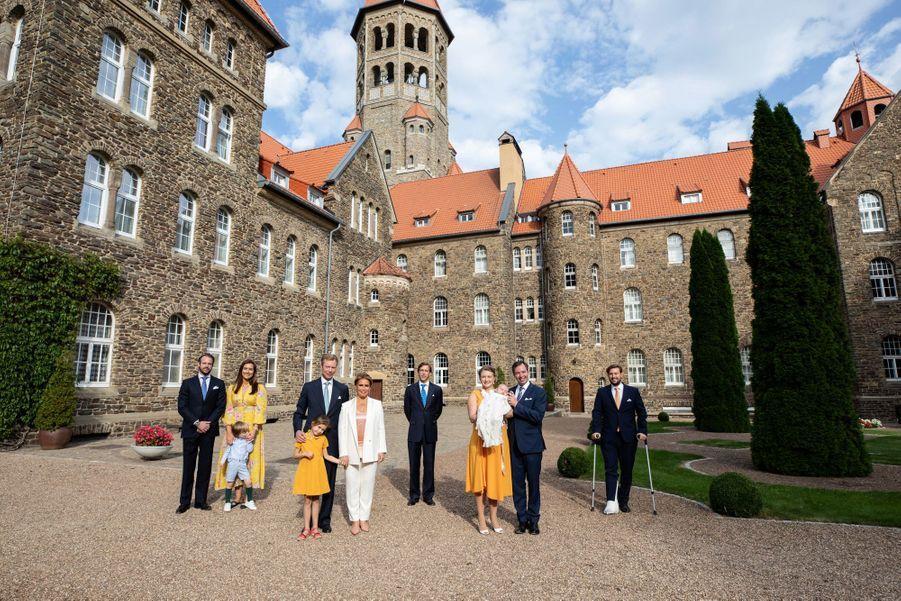 La famille grand-ducale du Luxembourg réunie pour le baptême du prince Charles à l'abbaye de Clervaux, le 19 septembre 2020