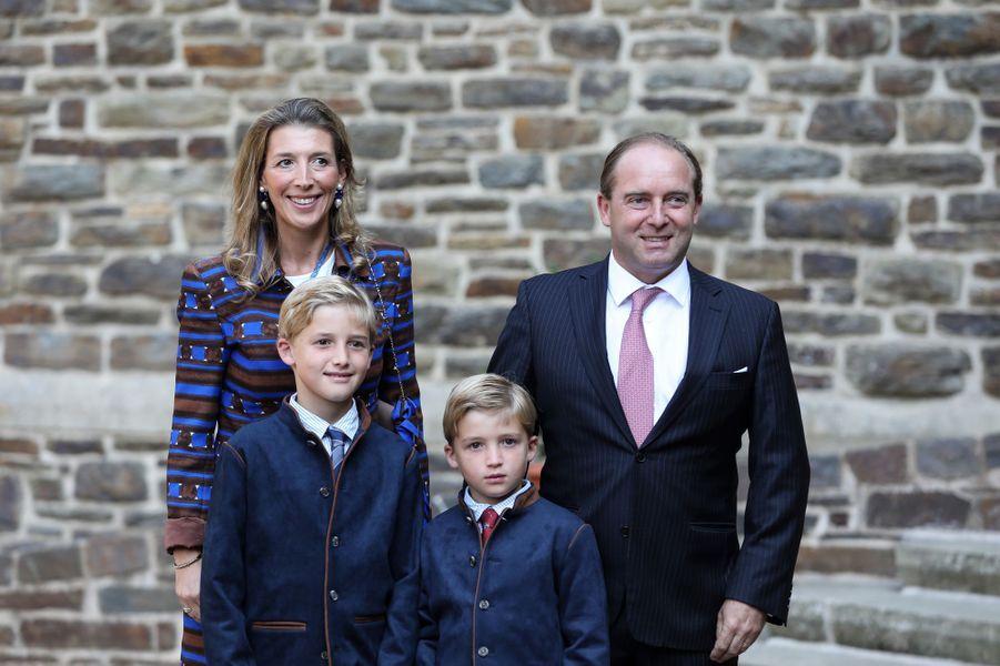 Le comte Olivier de Lannoy, frère de la princesse Stéphanie, avec son épouse et leurs enfants à l'abbaye de Clervaux, le 19 septembre 2020