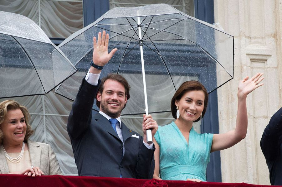La grande-duchesse Maria-Teresa, le prince Félix et la princesse Claire au balcon du Palais à Luxembourg, le 22 juin 2015