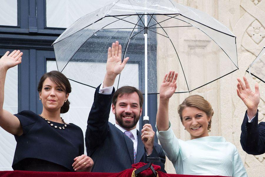 La princesse Alexandra, le prince Guillaume et la princesse Stéphanie au balcon du Palais à Luxembourg, le 22 juin 2015