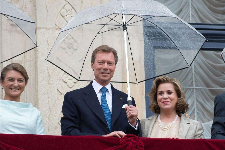 La princesse Stéphanie, le grand-duc Henri et la grande-duchesse Maria-Teresa au balcon du Palais à Luxembourg, le 22 juin 2015