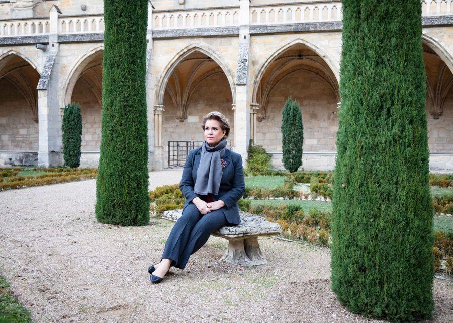 La grande-duchesse Maria Teresa de Luxembourg dans le jardin du cloître de l'abbaye de Royaumont, le 30 novembre 2018