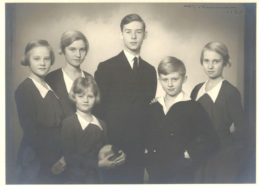 La princesse Alix de Ligne avec ses frères et soeurs, en 1938