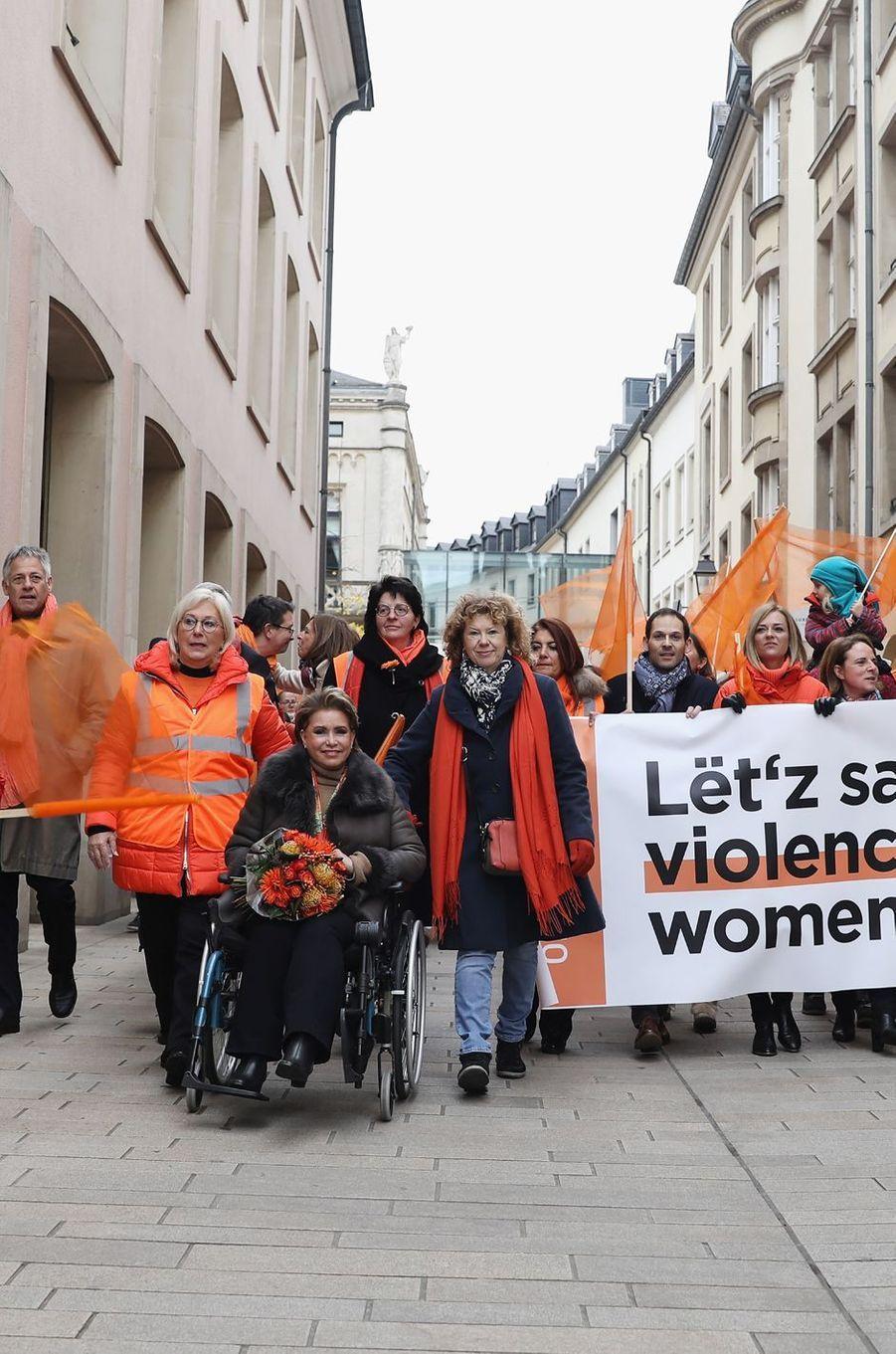 La grande-duchesse Maria Teresa de Luxembourg à la marche de solidarité contre les violences faites aux femmes à Luxembourg, le 23 novembre 2019