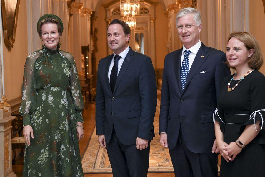 La reine Mathilde et le roi des Belges Philippe avec le Premier ministre Xavier Bettel à Luxembourg, le 15 octobre 2019