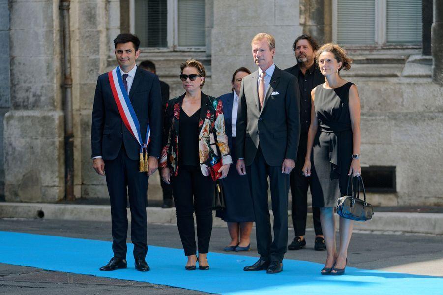 La grande-duchesse Maria Teresa et le grand-duc Henri de Luxembourg à Angoulême avec le maire Xavier Bonnefont, le 24 août 2019