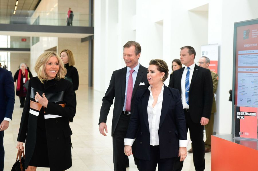 La grande-duchesse Maria Teresa et le grand-duc Henri de Luxembourg accueillent Brigitte Macron, le 27 mars 2019 à Luxembourg