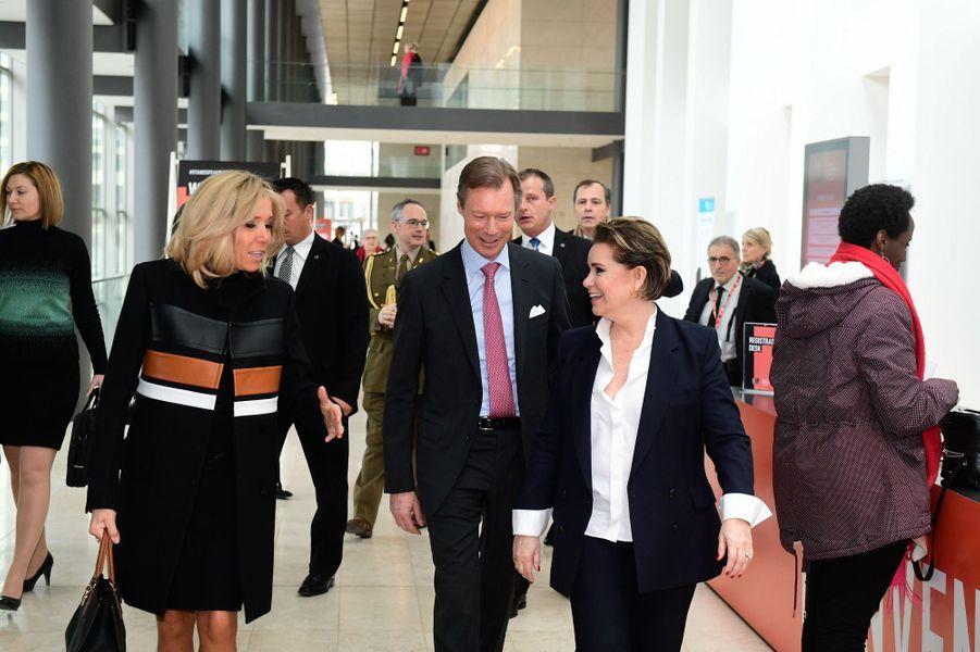 La grande-duchesse Maria Teresa et le grand-duc Henri de Luxembourg accueillent Brigitte Macron à Luxembourg, le 27 mars 2019