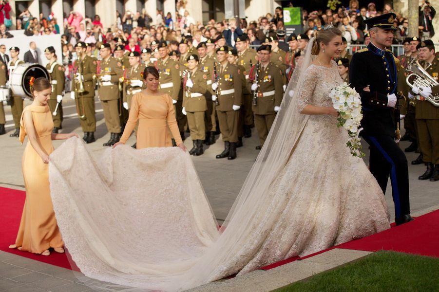 La princesse Alexandra de Luxembourg, demoiselle d'honneur au mariage de son frère aîné le prince héritier Guillaume avec Stéphanie de Lannoy, le 20 octobre 2012