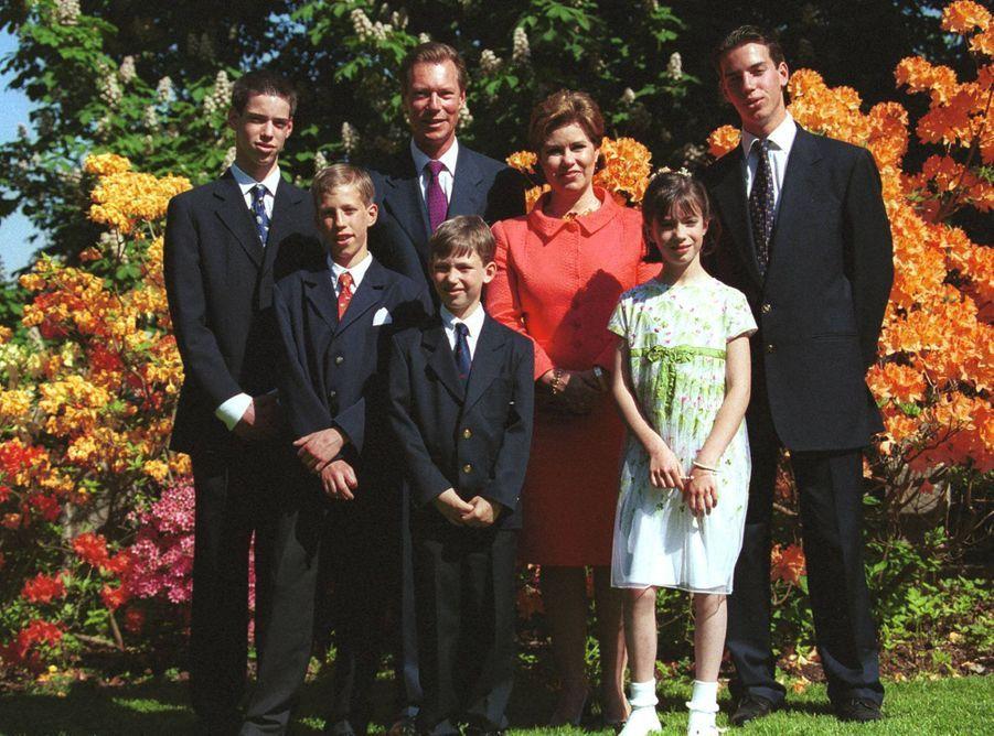 La princesse Alexandra de Luxembourg, avec ses parents et ses frères, le 14 mai 2000