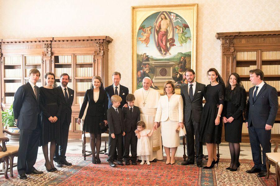 La princesse Alexandra de Luxembourg, avec la famille grand-ducale et le pape François au Vatican, le 22 mars 2016
