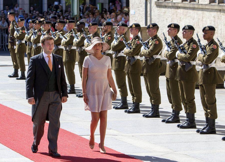 La princesse Alexandra de Luxembourg, avec son petit frère le prince Sébastien, le 23 juin 2016