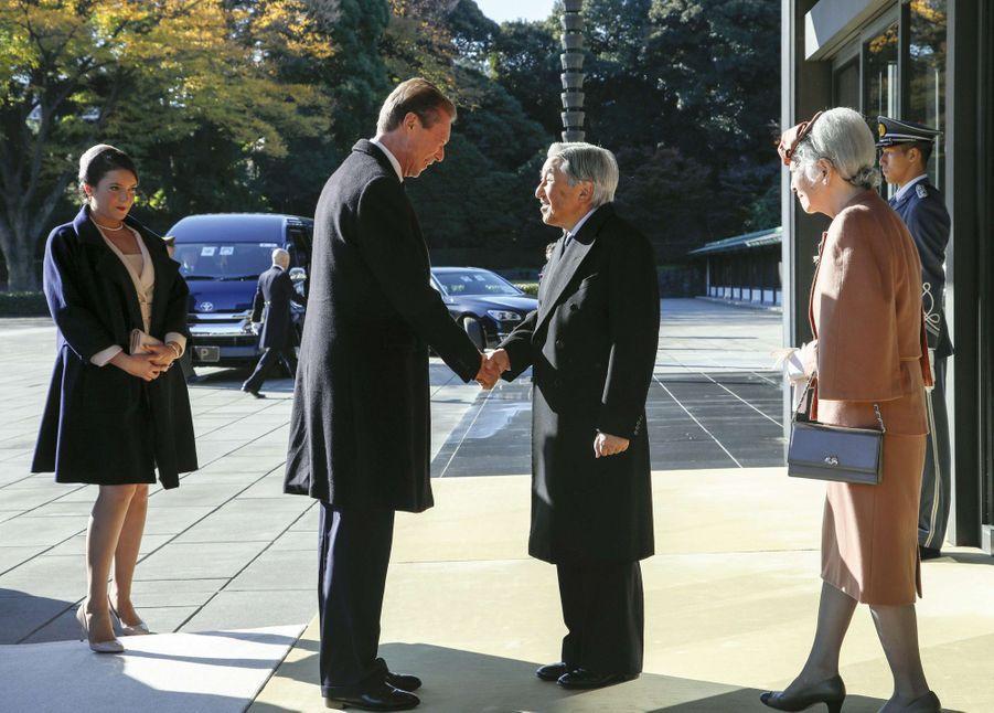 La princesse Alexandra de Luxembourg avec son père le grand-duc Henri, l'impératrice Michiko et l'empereur Akihito du Japon, à Tokyo le 27 novembre 2017