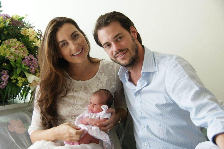 La princesse Claire avec son époux le prince Félix de Luxembourg et leur fille la princesse Amalia, le 16 avril 2014