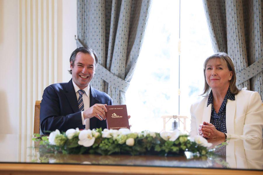Le prince Guillaume de Luxembourg avec la bourgmestre Lydie Polfer à l'hôtel de ville de Luxembourg le 13 mai 2020