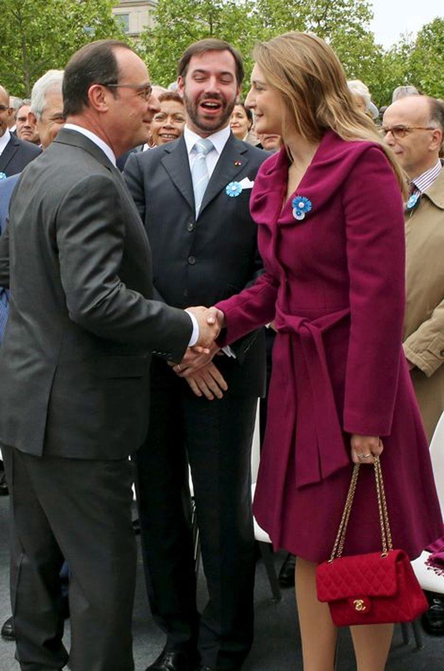 La princesse Stéphanie et le prince Guillaume de Luxembourg avec François Hollande à Paris, le 8 mai 2015